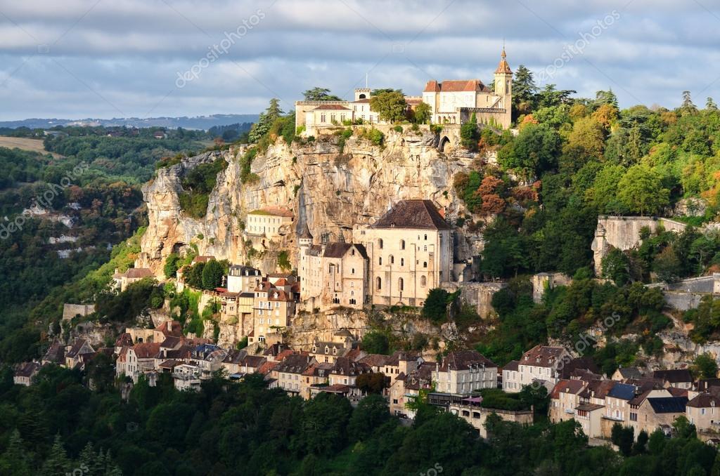 https://i0.wp.com/st.depositphotos.com/1222104/1288/i/950/depositphotos_12889682-Rocamadour-medieval-village-at-sunrise-France.jpg