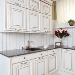 European Kitchens Kitchen Benches 干净的白色欧洲厨房 图库照片 C Fiphoto 33546067
