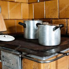 Vintage Kitchen Stoves Looking For Used Cabinets 老式厨房炉灶 图库照片 C Rafalstachura 27927223