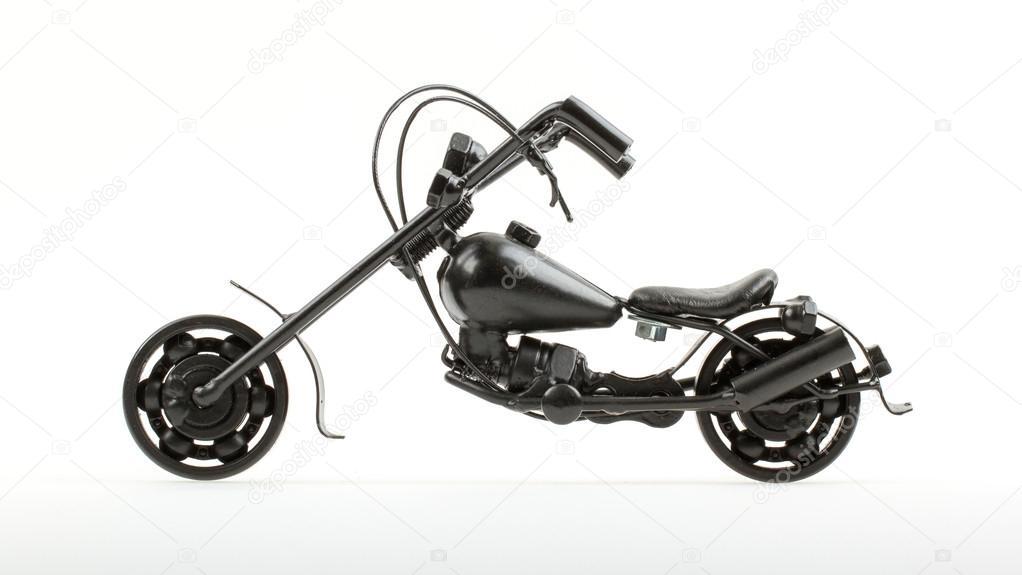 Mini moto feito de arame e peças diferentes da motocicleta