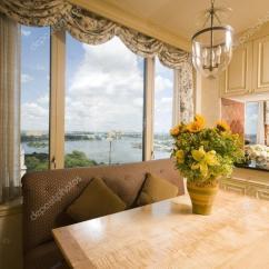 Kitchen Table Nook Stainless Steel Doors Outdoor Kitchens 在厨房的角落阁楼纽约餐桌 图库照片 C Rjlerich 13074340