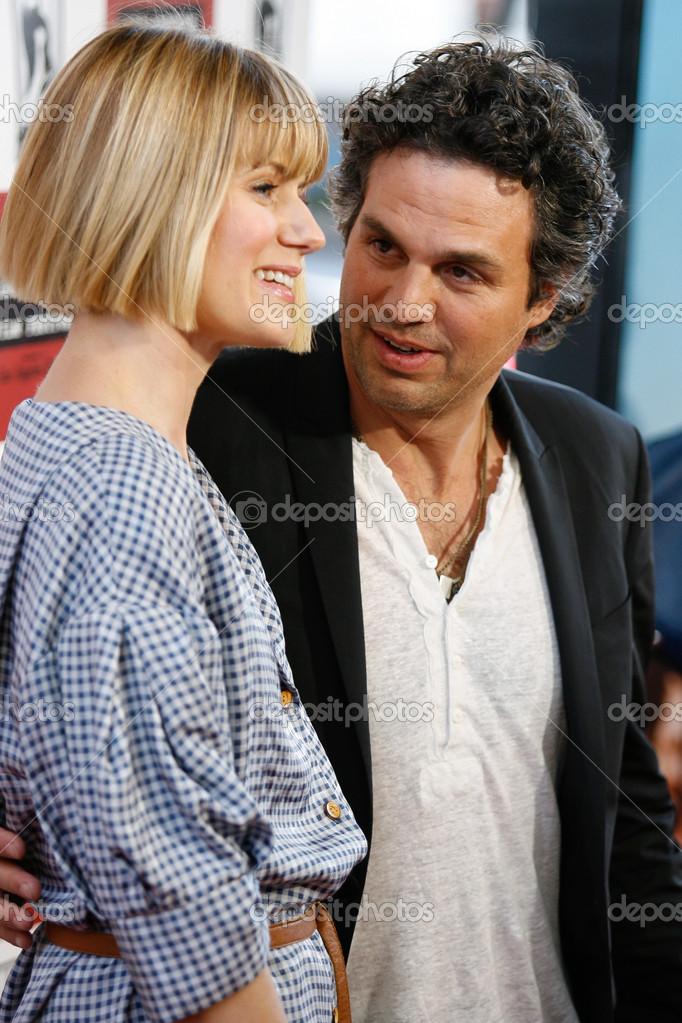 Mark Ruffalo and wife Sunrise Ruffalo arrive at 'The Kids Are All Right' premiere – Stock Editorial Photo © photoworksmedia #16339643