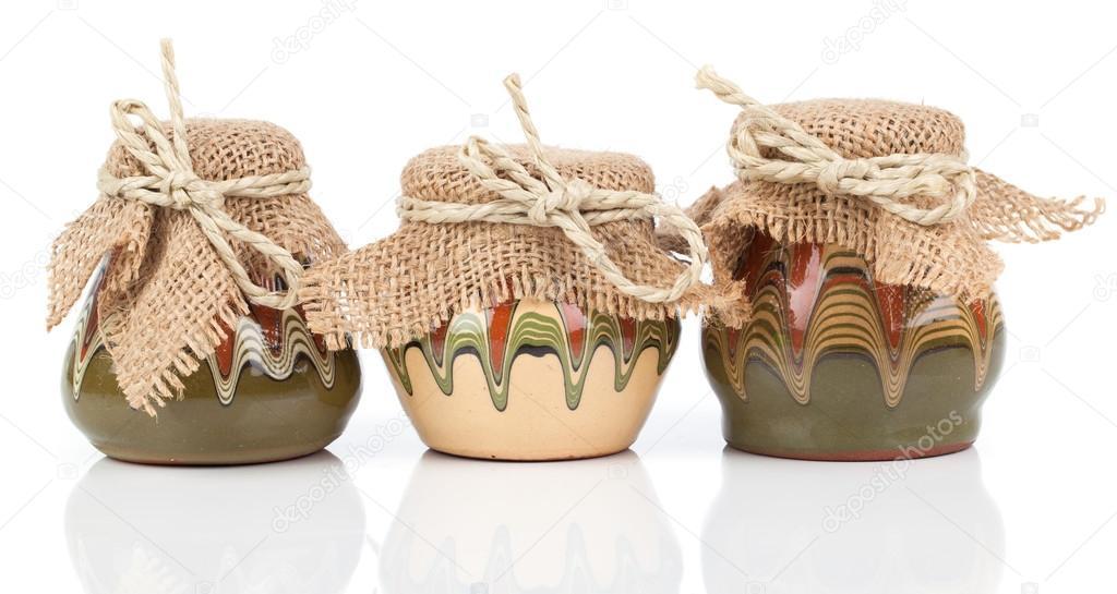 kitchen pottery canisters faucet bronze 旧厨房用具 壶 陶罐 白色背景上 图库照片 c motorolka 41857965 照片作者motorolka