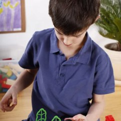 Kitchen Apron For Kids Hanging Lights Island 美丽快乐的孩子们在厨房的围裙一起做饭 图库照片 C Allaserebrina 182945926 精确的男孩玩具