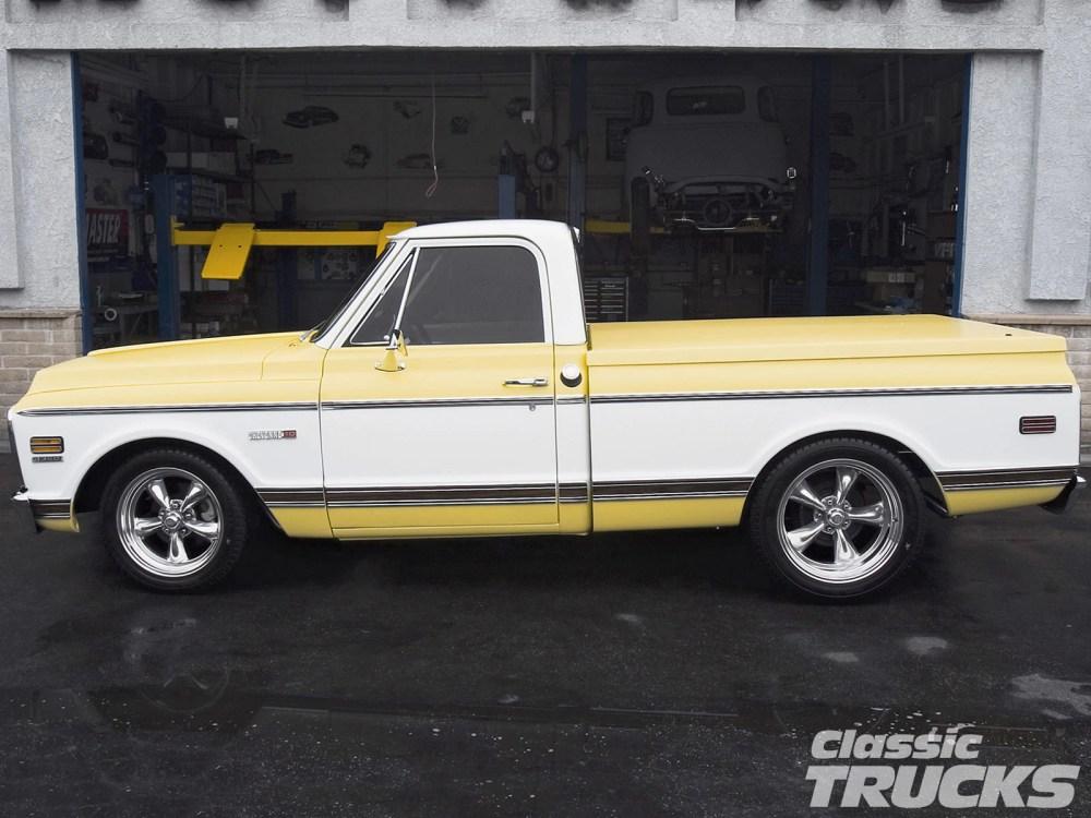 medium resolution of 0612clt 12 o 1971 chevy cheyenne pickup truck side shot
