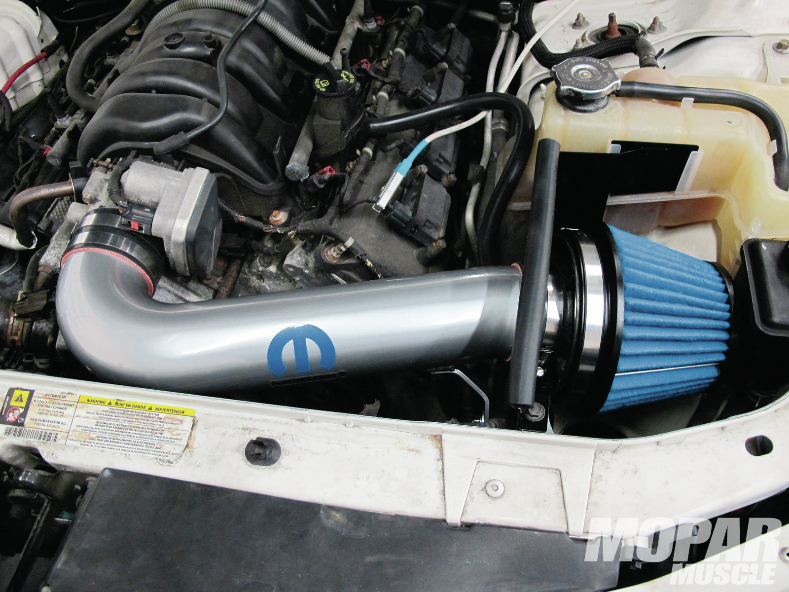 hight resolution of 2006 dodge charger cold air intake kits install and test mopar muscle hot rod network