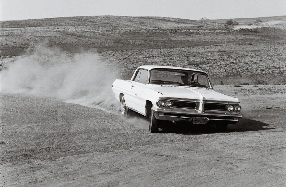 medium resolution of 1962 pontiac grand prix front in motion