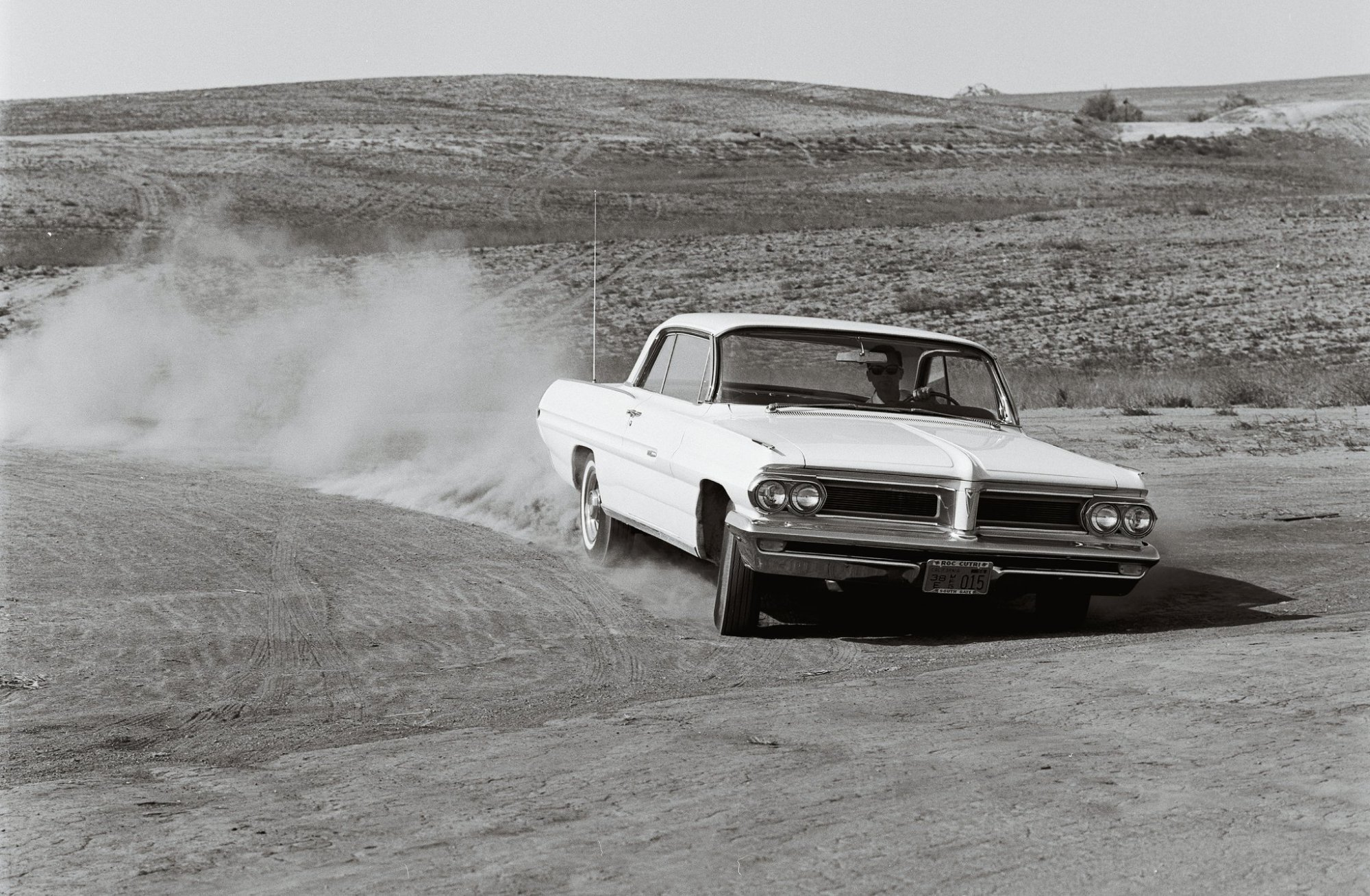 hight resolution of 1962 pontiac grand prix front in motion