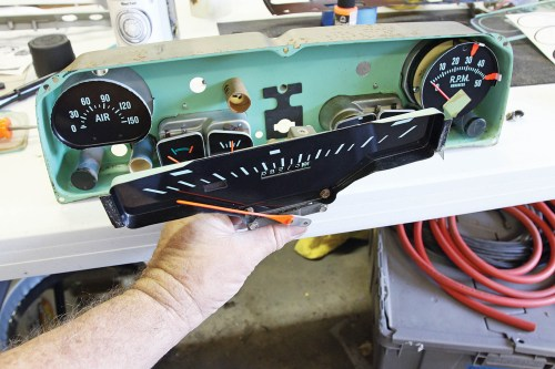 small resolution of the speedometer is the last gauge to be installed into the instrument can make sure