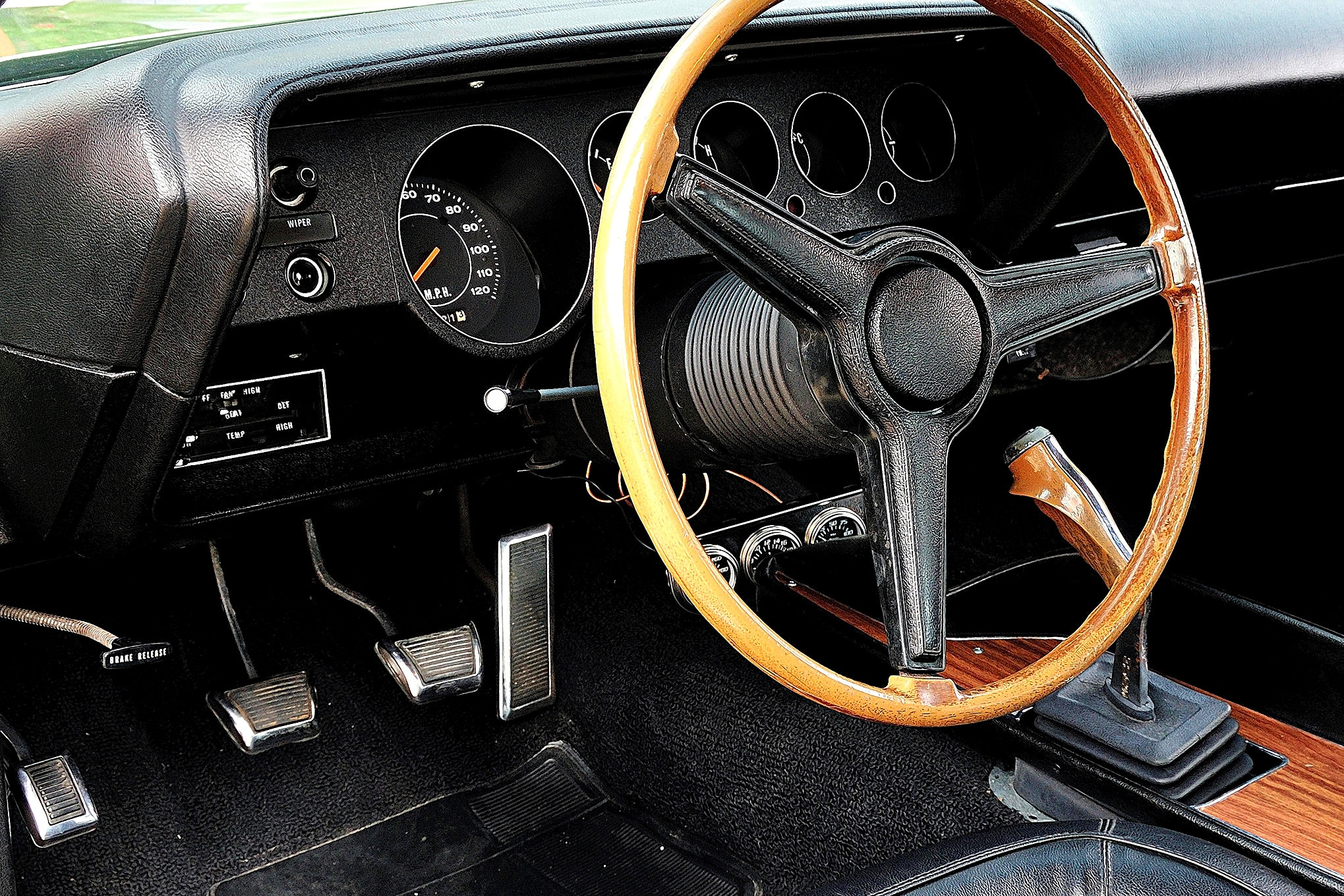 1970-plymouth-barracuda-dashboard