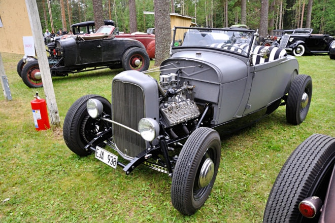 Long Search: Bengt Bössvall has been to California to look for parts for his '29 roadster on a '32 chassis. The late flathead has Offenhauser heads and manifold with two 94 carburetors.