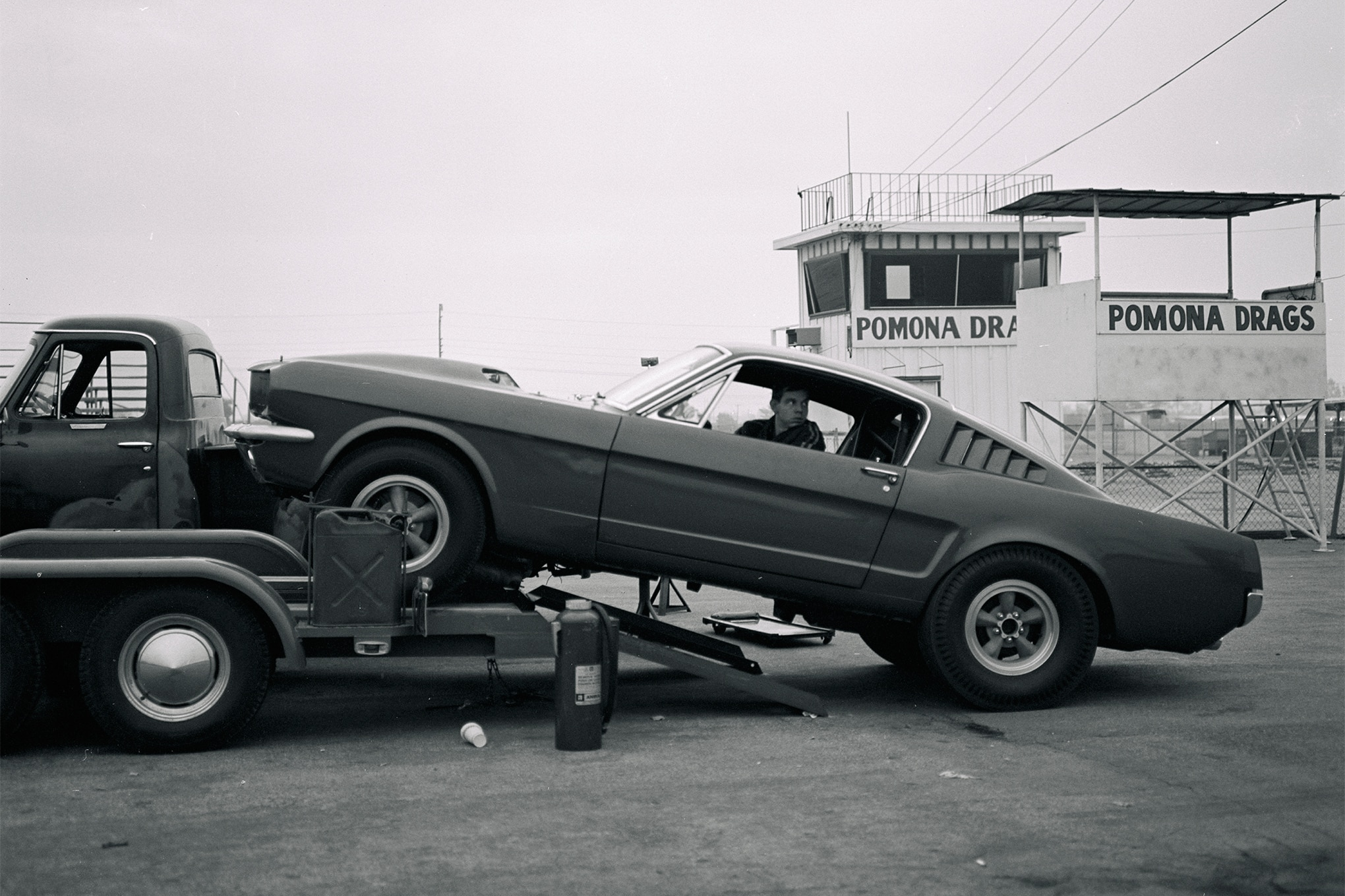 27-struggles-1964-pomona-mustang-static-side-first-in-sequence