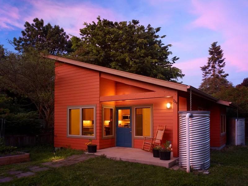 contemporary exterior by Rainbow Valley Design & Construction