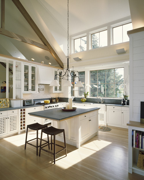 2 Beautiful Homes From Interior S Studio Martha S Vineyard Trying To Balance The Madness