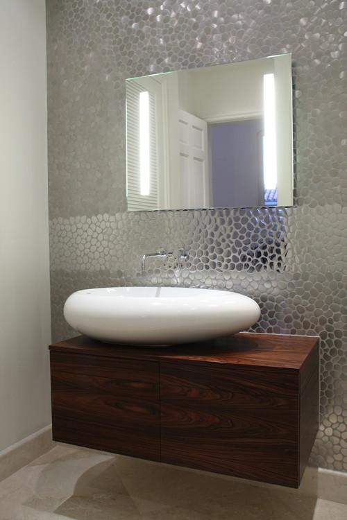 modern bathroom by CLAUDIA LUJAN