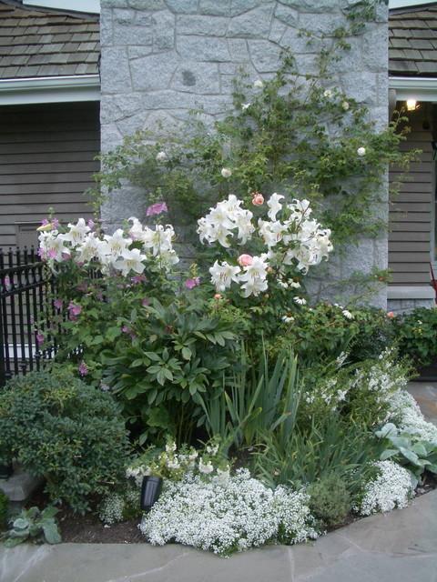 white garden traditional-landscape
