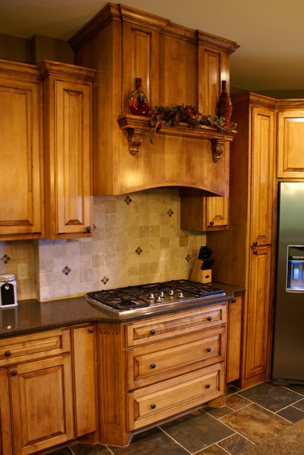 Custom Maple Cooktop Cabinets  Traditional  Kitchen  minneapolis  by Bergstrom Cabinets