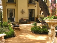 Secret Landscaping: Tuscan style backyard landscaping