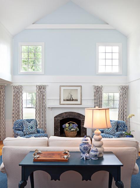 Bountiful traditional living room