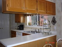What color compliments honey oak cabinets?