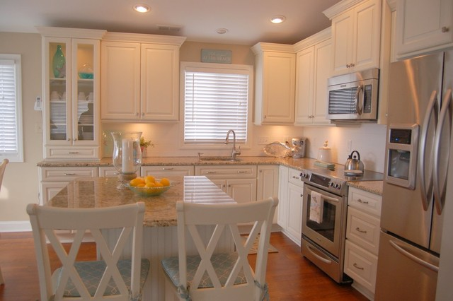 white cottage kitchen  Traditional  Kitchen  cleveland