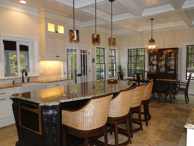 British Colonial  Traditional  Kitchen  grand rapids  by Insignia Homes