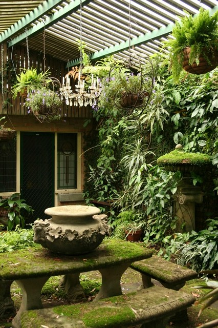 clever courtyard design - tropical