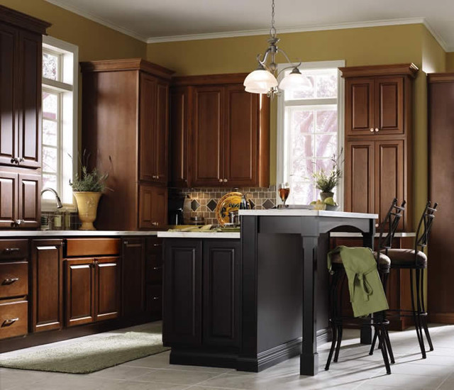 Diamond Vibe Cabinetry  Traditional  Kitchen
