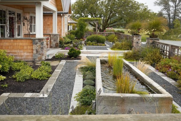 entry courtyard - traditional