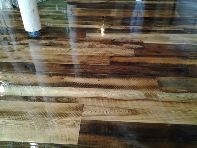 Reclaimed oak barn wood flooring
