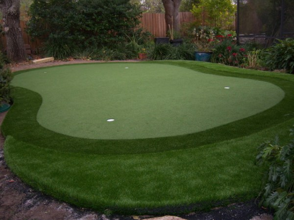 residential putting green - eclectic