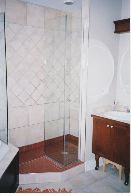 Small Labyrinth doorless Shower  Traditional  Bathroom