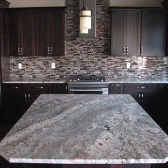 Hanging Lights For Kitchen Island Pass Through Window Netuno Bordeaux Granite On Cherry Espresso Cabinets