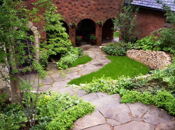 entrance courtyard - traditional