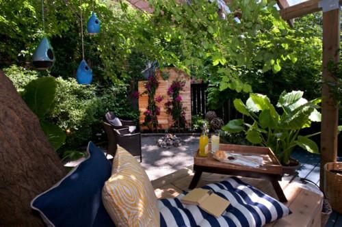Backyard by Sealy Design Inc, Photo by John Narvali, via Houzz.com