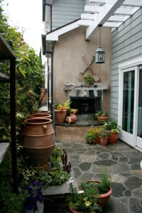 Small beach patio and side yard - Beach Style - Patio ...