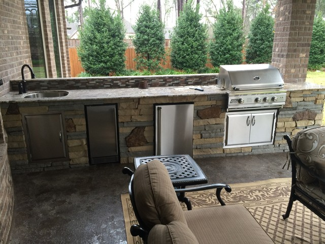 Houston Outdoor Kitchen With Unique Mix of Stone