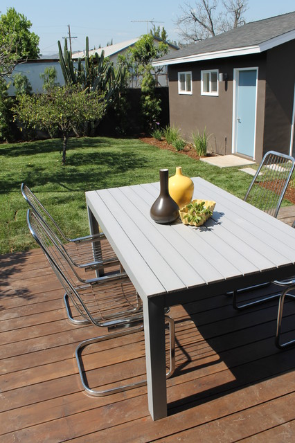 large kitchen window treatments cabinets hinges replacement modern chrome cantilever deck chairs with ikea table ...
