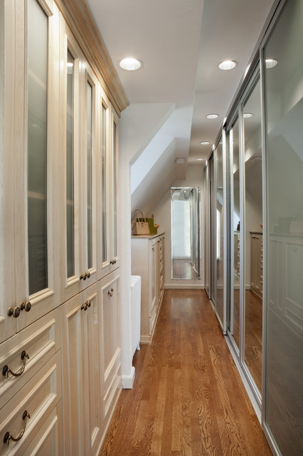 Natural Maple Wood Dressing Room With Sliding Doors