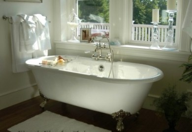 Rustic Clawfoot Tub Bathroom