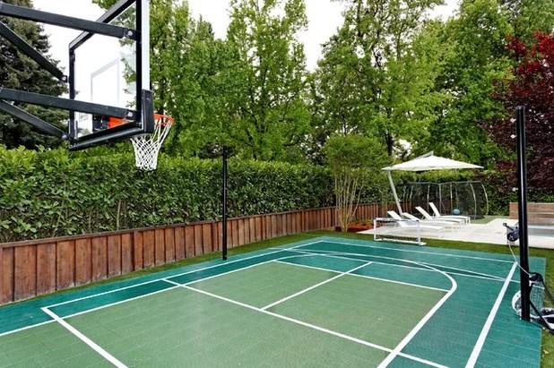 Modern Home Gym by Bekom Design