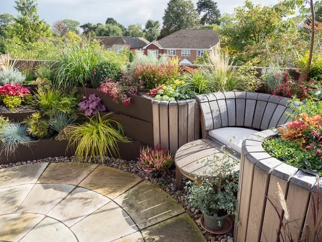 Traditional Garden by Earth Designs Garden and Build London and Essex