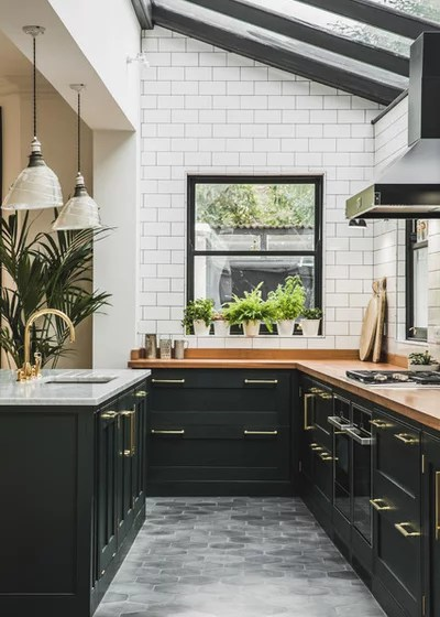 Traditional Kitchen by Lukonic