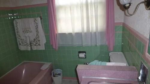 green and pink vintage bathroom