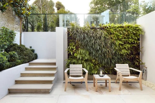 bold feature wall patio