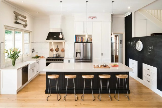 Traditional Kitchen by Smith & Smith Kitchens