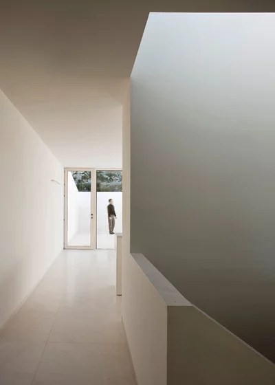 Contemporáneo Hall y pasillo by Fran Silvestre Arquitectos