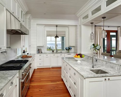 3857 Tropical Kitchen Design Ideas  Remodel Pictures  Houzz