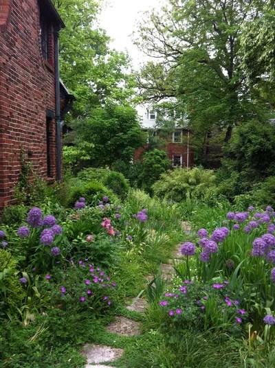 Traditional Landscape by Moynihan & Associates Inc.