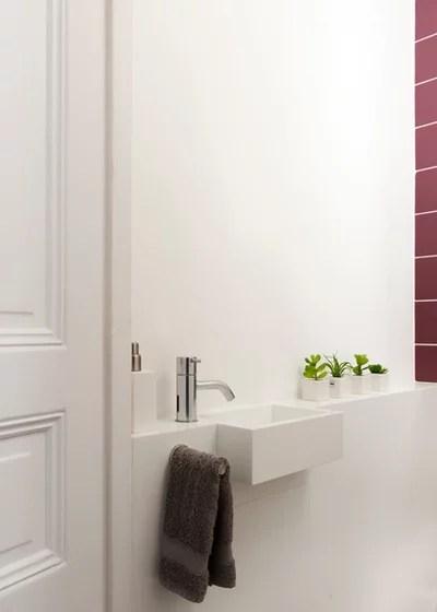 Cuarto de baño contemporáneo de servicio por HiCeBeNe